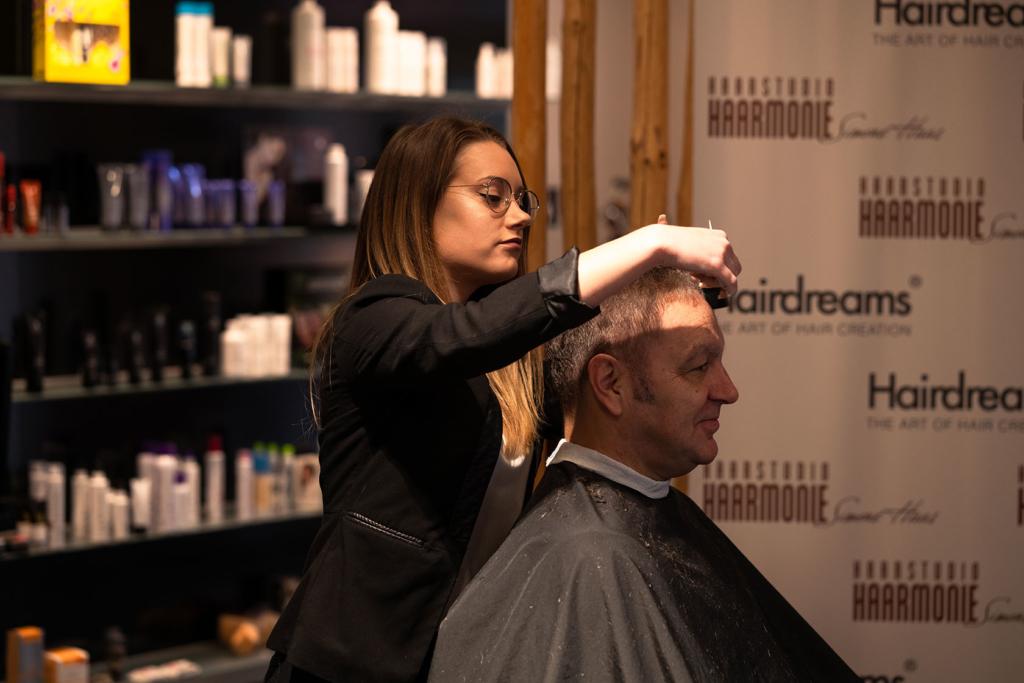 Friseurleistungen, Haarschnitt, Färbung bei Haarstudio Haarmonie